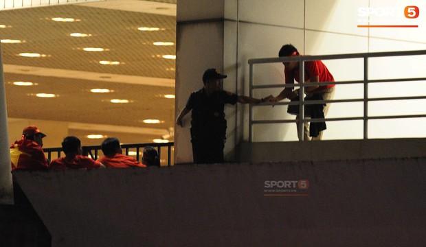 Fan tố lỗ hổng an ninh để vào sân Mỹ Đình đã có từ hơn 10 năm trước - Ảnh 2.