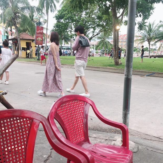 Jin Ju Hyung và Chi Pu bị bắt gặp dạo phố Hội An cùng nhau - Ảnh 2.