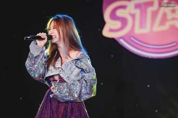 Stand By Star: Gần 30 ca sĩ Vpop đình đám bậc nhất mang loạt hit bự, cháy cùng hàng ngàn sinh viên mừng ngày 20/11 - Ảnh 17.