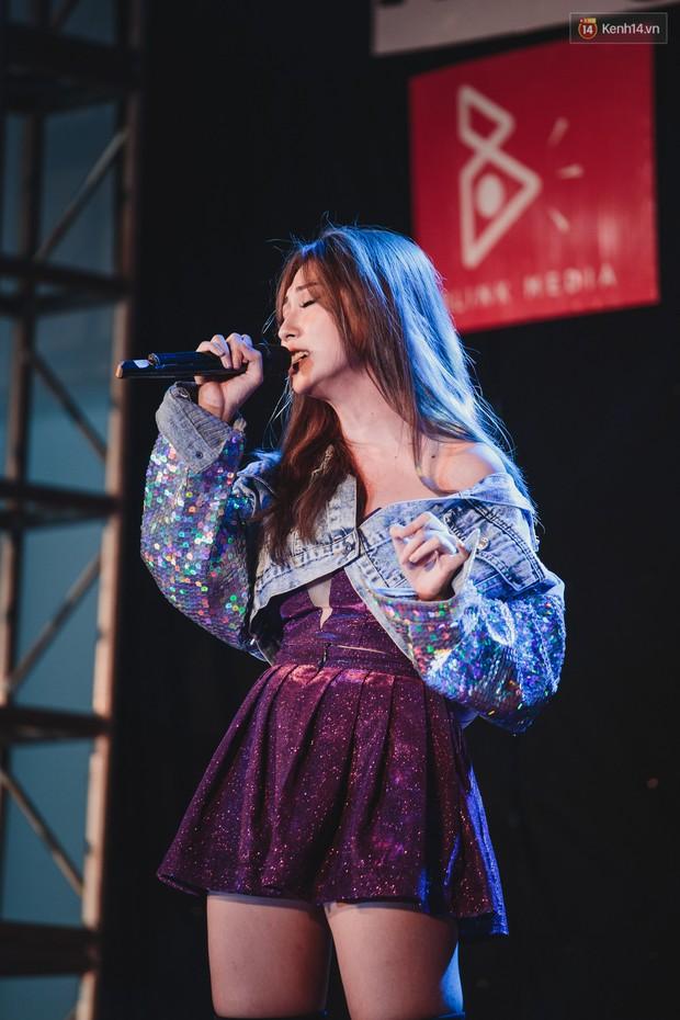Stand By Star: Gần 30 ca sĩ Vpop đình đám bậc nhất mang loạt hit bự, cháy cùng hàng ngàn sinh viên mừng ngày 20/11 - Ảnh 16.