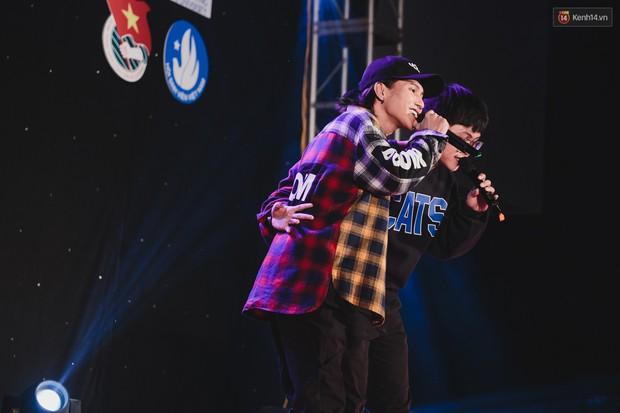 Stand By Star: Gần 30 ca sĩ Vpop đình đám bậc nhất mang loạt hit bự, cháy cùng hàng ngàn sinh viên mừng ngày 20/11 - Ảnh 29.
