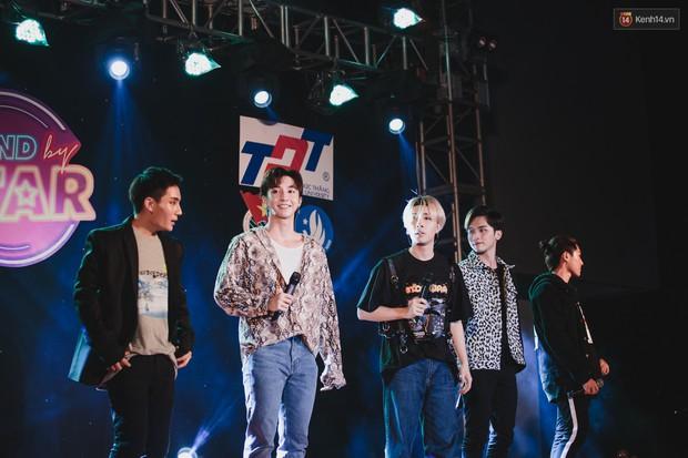 Stand By Star: Gần 30 ca sĩ Vpop đình đám bậc nhất mang loạt hit bự, cháy cùng hàng ngàn sinh viên mừng ngày 20/11 - Ảnh 22.