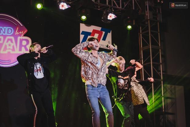 Stand By Star: Gần 30 ca sĩ Vpop đình đám bậc nhất mang loạt hit bự, cháy cùng hàng ngàn sinh viên mừng ngày 20/11 - Ảnh 23.