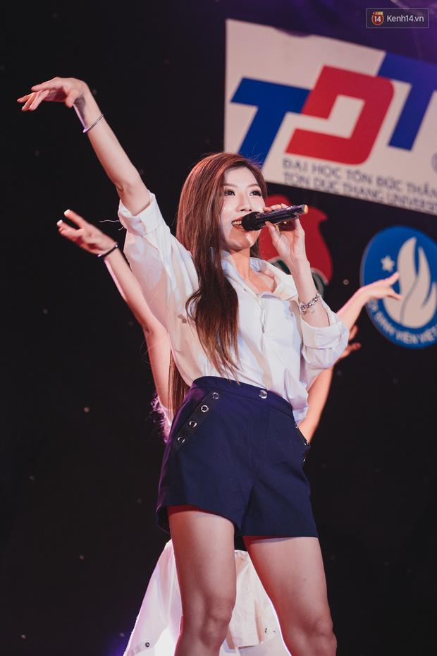 Stand By Star: Gần 30 ca sĩ Vpop đình đám bậc nhất mang loạt hit bự, cháy cùng hàng ngàn sinh viên mừng ngày 20/11 - Ảnh 14.
