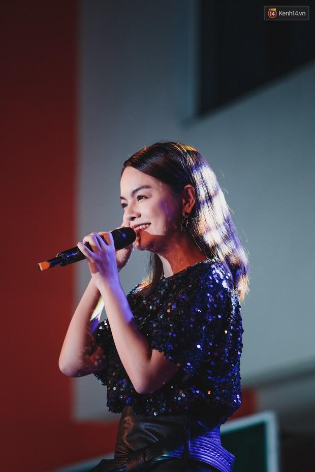Stand By Star: Gần 30 ca sĩ Vpop đình đám bậc nhất mang loạt hit bự, cháy cùng hàng ngàn sinh viên mừng ngày 20/11 - Ảnh 4.