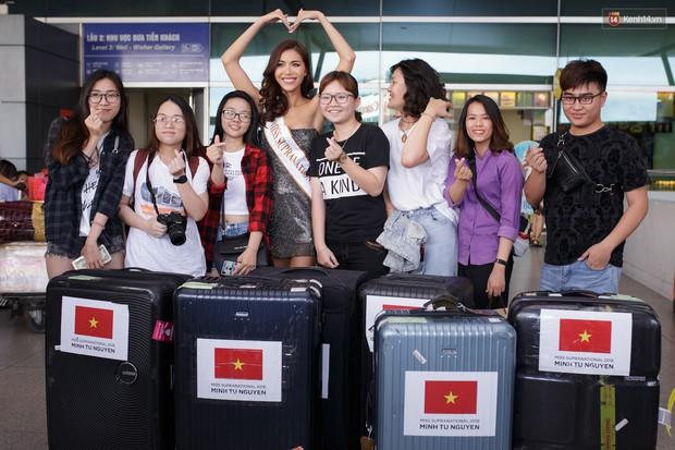 Minh Tú xuất hiện nổi bật tại sân bay, khởi hành đi Ba Lan chinh phục vương miện Miss Supranational 2018 - Ảnh 4.