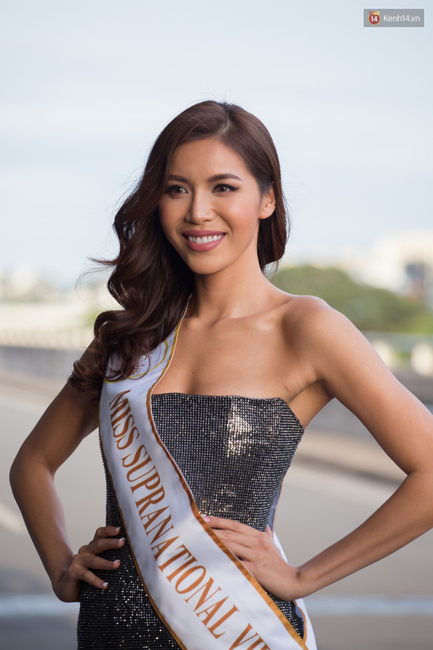 Minh Tú xuất hiện nổi bật tại sân bay, khởi hành đi Ba Lan chinh phục vương miện Miss Supranational 2018 - Ảnh 1.