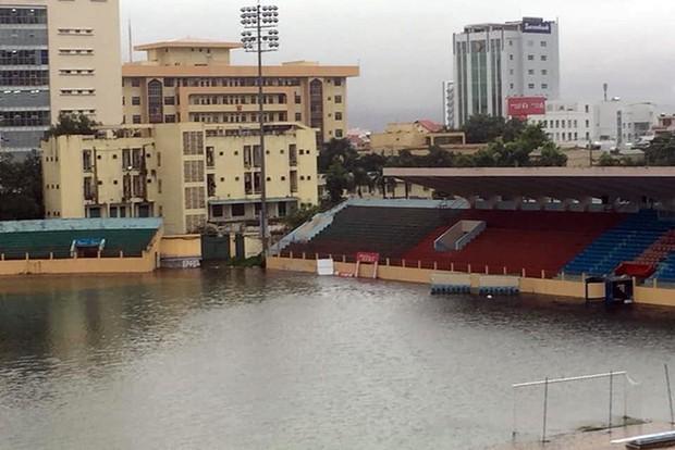Chùm ảnh ngập lụt kinh hoàng qua Nha Trang, Khánh Hoà: Ô tô bơi như tàu ngầm, đồ vật trong nhà chìm trong biển nước - Ảnh 9.