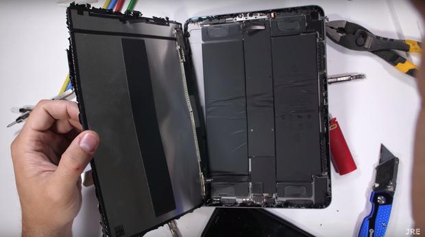 iPad Pro 2018 cực dễ bị gẫy gập như một mẩu bánh, sức trẻ con cũng bẻ được - Ảnh 3.