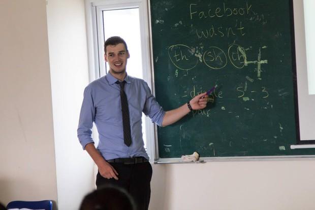 Những thầy giáo soái ca nổi tiếng do học sinh chụp lén: Đẹp trai, cao ráo, thân hình chuẩn thế này ai chẳng muốn học! - Ảnh 12.