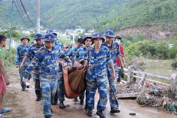 Vợ chồng thầy cô giáo cùng 2 con nhỏ tử vong thương tâm trong vụ sạt lở kinh hoàng ở Nha Trang - Ảnh 1.