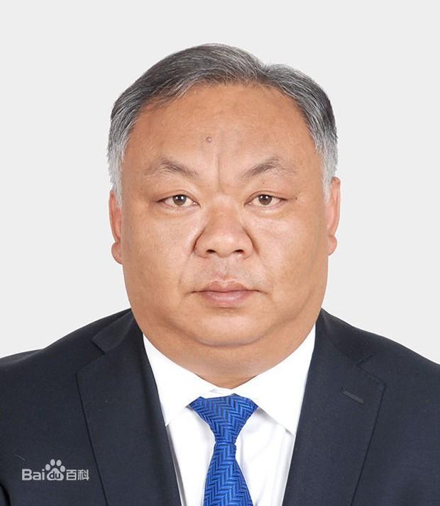 Trung Quốc: Cán bộ 8X gây tranh cãi vì ngoại hình quá già, thị trấn chống chế do công việc vất vả quá - Ảnh 1.