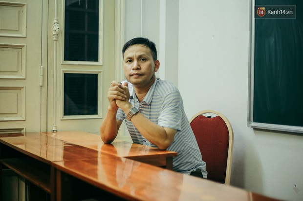 Thầy giáo Thiên hạ đệ nhất dạy Lý Dương Văn Cẩn: Người kinh doanh Dịch Vụ Cười với tiêu chí Dạy môn Vật Lý nên không vô lý được đâu - Ảnh 1.