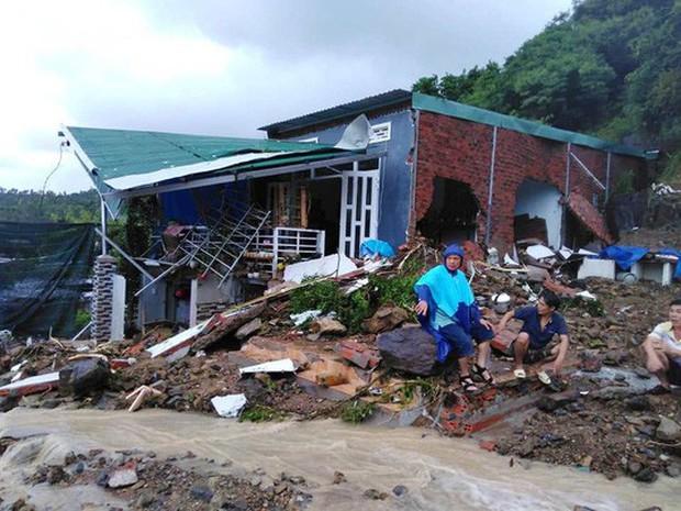 Nha Trang: Mưa lũ và sạt lở núi khiến 14 người chết- Ảnh 1.