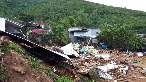 Nha Trang: Mưa lũ và sạt lở núi khiến 14 người chết- Ảnh 2.