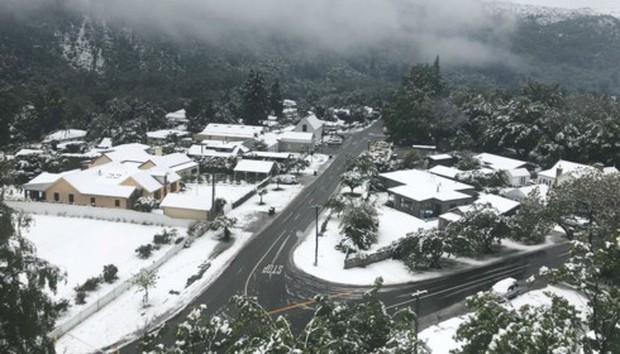 Tuyết rơi mùa hè ở New Zealand - Ảnh 1.