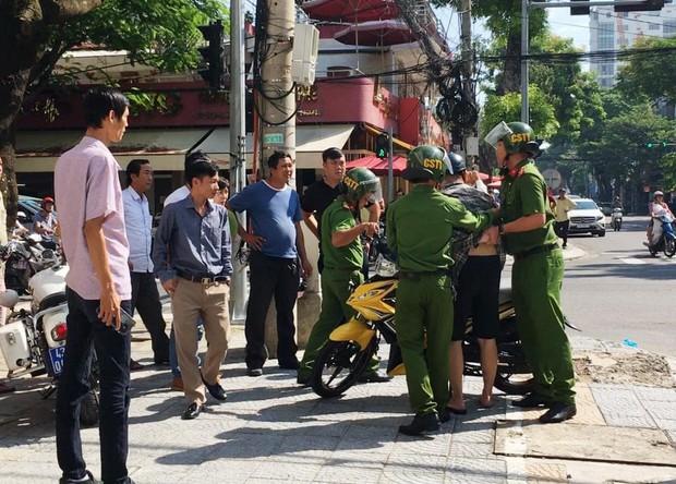 Nhóm thanh niên say rượu dùng dao đâm trọng thương nhiều Cảnh sát giao thông ở Thái Bình - Ảnh 1.