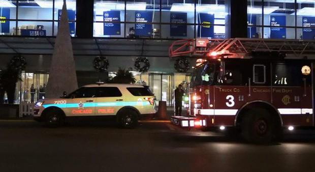 Mỹ: Thang máy rơi tự do 84 tầng, thai phụ không hề hấn gì - Ảnh 3.
