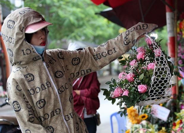 """Hoa 20/11: Không khan hiếm, không """"sốt"""" cũng không """"đội giá"""" vô tội vạ - Ảnh 3."""