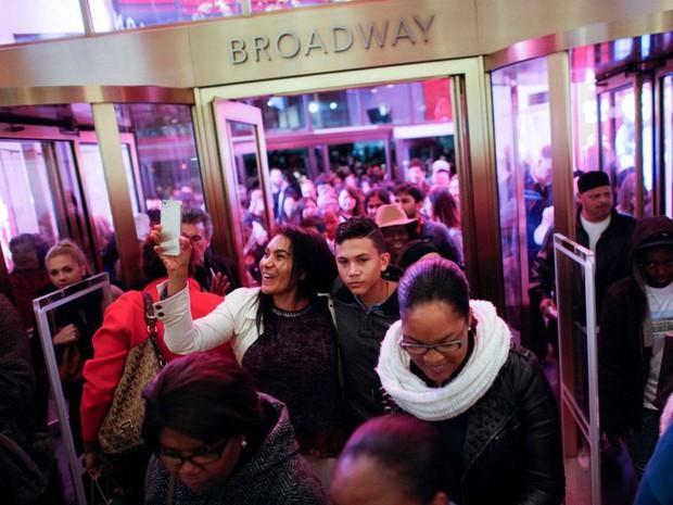 Ngày hội mua sắm Black Friday trên thế giới diễn ra như thế nào? - Ảnh 3.