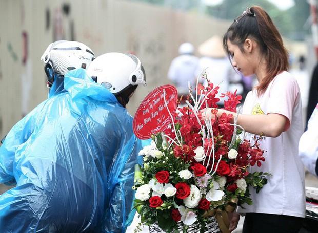 """Hoa 20/11: Không khan hiếm, không """"sốt"""" cũng không """"đội giá"""" vô tội vạ - Ảnh 8."""