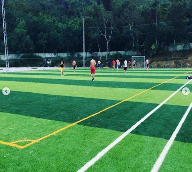 Hai anh em nhà thủ môn Bùi Tiến Dũng góp tiền xây sân bóng phục vụ người dân quê nhà - Ảnh 3.
