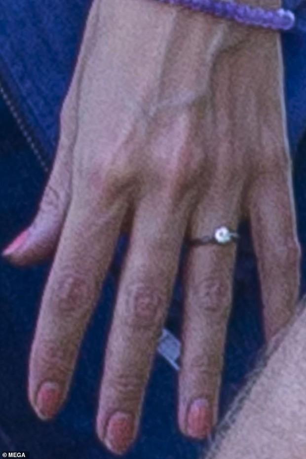 Tay đeo nhẫn kim cương, mẹ của Suri Cruise đã đính ước và chuẩn bị đi bước nữa với tài tử Jamie Foxx? - Ảnh 3.