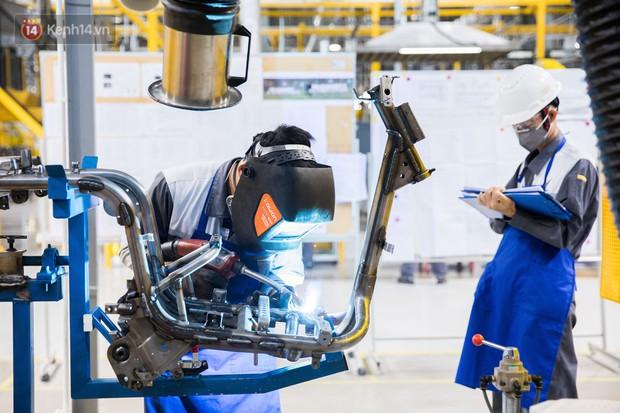 Ảnh: Tham quan công xưởng hiện đại của nhà máy sản xuất xe máy điện thông minh VinFast - Ảnh 5.