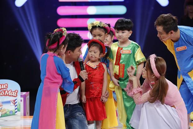 Cô bé 4 tuổi với gương mặt hờn cả thế giới khiến Trấn Thành... tổn thương - Ảnh 2.
