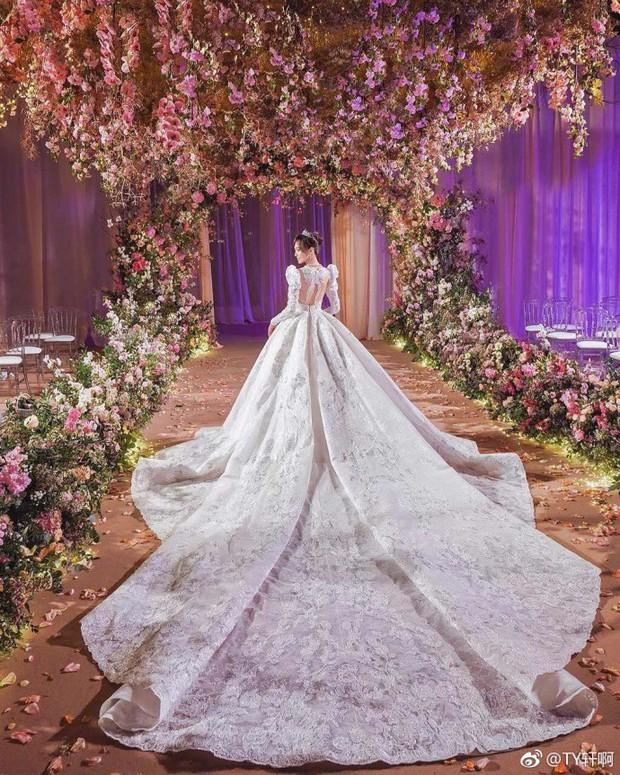 Chùm ảnh Đường Yên hoá thành công chúa đẹp hoàn mỹ với váy cưới đuôi dài 4m cuối cùng cũng được tiết lộ - Ảnh 10.