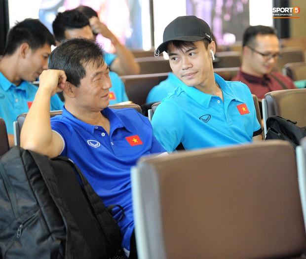 Những khoảnh khắc thể hiện tình cảm ấm áp và đáng yêu của thầy trò ở ĐT Việt Nam - Ảnh 4.
