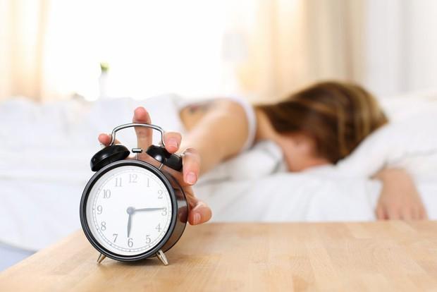 Tuân thủ những nguyên tắc này sẽ giúp bạn thoát khỏi chứng mất ngủ, trằn trọc mỗi đêm - Ảnh 2.