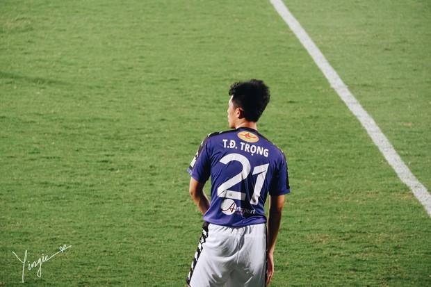 Trần Đình Trọng - Thanh niên nghiêm túc dùng cả thanh xuân để bỏ áo vào quần trên sân đấu - Ảnh 14.