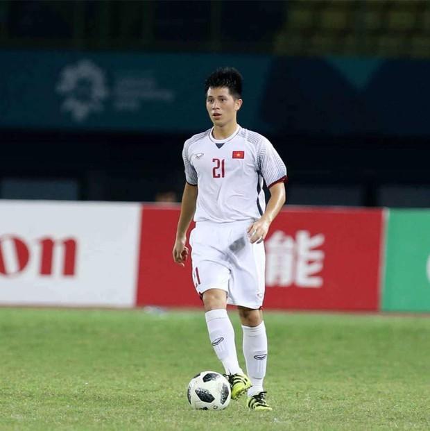 Trần Đình Trọng - Thanh niên nghiêm túc dùng cả thanh xuân để bỏ áo vào quần trên sân đấu - Ảnh 2.