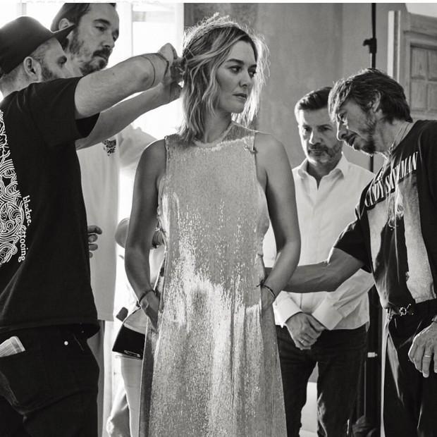 Chẳng đầm xòe lồng lộn, ái nữ thừa kế của ông trùm Zara vừa lên xe hoa trong bộ váy cưới đơn giản khác biệt nhất bạn từng thấy - Ảnh 5.