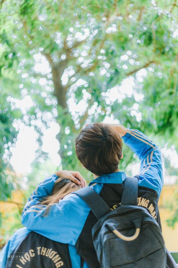Mặc đồng phục, chụp ảnh ở những góc quen thuộc của trường, cặp đôi 10x cho ra đời bộ ảnh lãng mạn, tình bể bình - Ảnh 3.