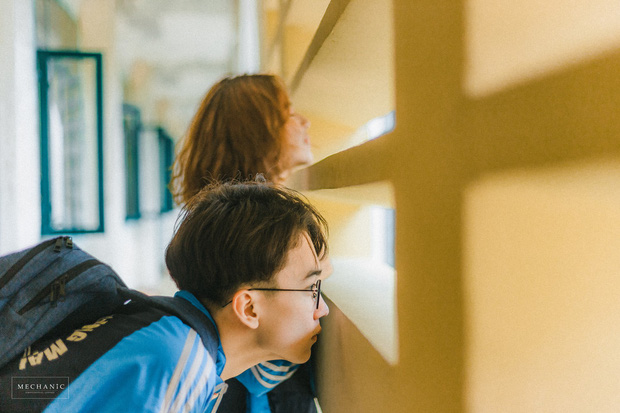 Mặc đồng phục, chụp ảnh ở những góc quen thuộc của trường, cặp đôi 10x cho ra đời bộ ảnh lãng mạn, tình bể bình - Ảnh 6.