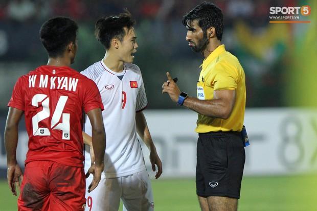 HLV Park Hang-seo bức xúc vì trọng tài không công nhận bàn thắng của Văn Toàn - Ảnh 2.