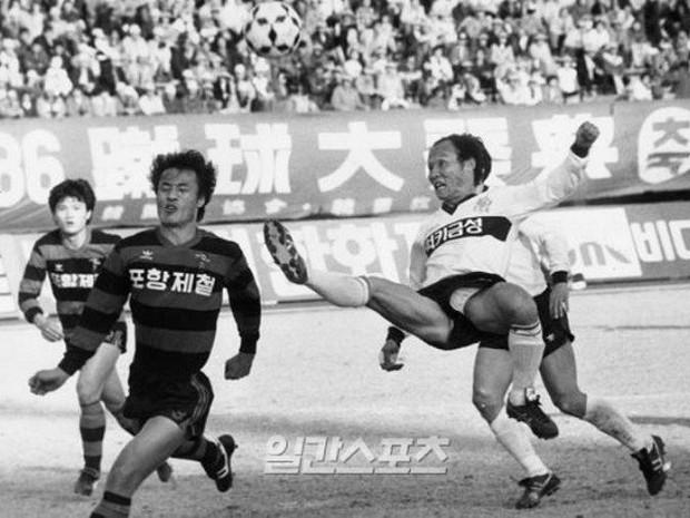 Ngày 20/11 xem lại ảnh thanh xuân máu lửa của thầy Park Hang Seo- Ảnh 2.