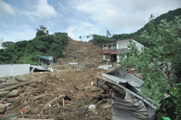 20/11: Gia đình thầy giáo ở Nha Trang thiệt mạng vì vụ vỡ hồ nhân tạo - Ảnh 1.