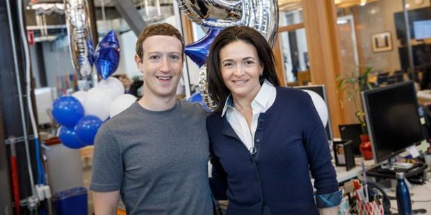 Facebook nháo nhào như đánh trận: Sếp to đổ lỗi sếp nhỏ, người cục cằn cáu giận, người lo sợ mất ghế - Ảnh 1.
