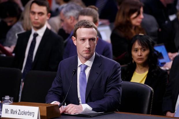 Facebook nháo nhào như đánh trận: Sếp to đổ lỗi sếp nhỏ, người cục cằn cáu giận, người lo sợ mất ghế - Ảnh 2.