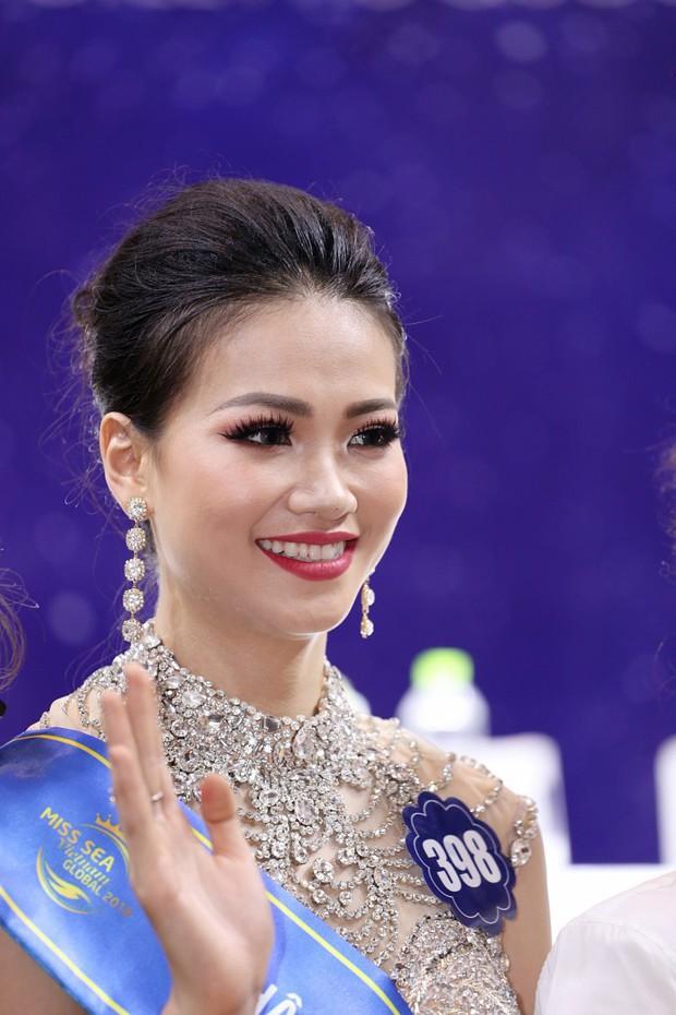 Nhan sắc Hoa hậu Hòa bình ngất xỉu và Hoa hậu Phương Khánh: Người bị nghi đập mặt làm lại, kẻ thì có vòng 1 to bất thường - Ảnh 15.