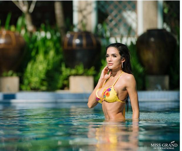 Nhan sắc Hoa hậu Hòa bình ngất xỉu và Hoa hậu Phương Khánh: Người bị nghi đập mặt làm lại, kẻ thì có vòng 1 to bất thường - Ảnh 6.