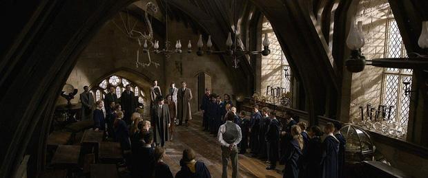 Ngất ngây trước vẻ đẹp nên thơ của giáo sư Dumbledore - điểm sáng nổi bật của Fantastic Beasts 2 - Ảnh 4.