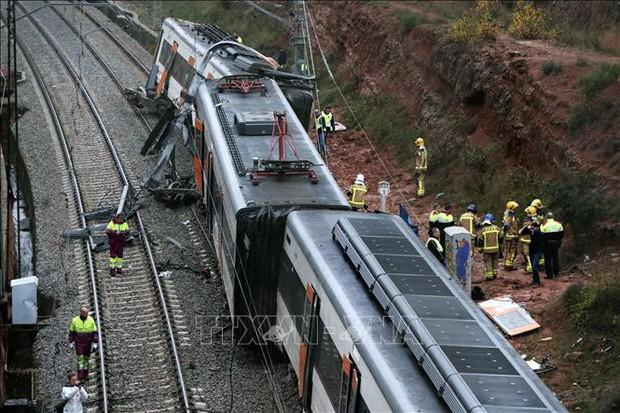 Số người bị thương tăng nhanh trong vụ tàu hỏa trật bánh ở Tây Ban Nha - Ảnh 1.
