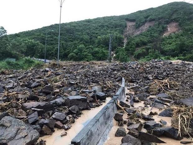 Nha Trang: Thầy cô đón 20-11 trong bùn, người chết vẫn tăng - Ảnh 14.