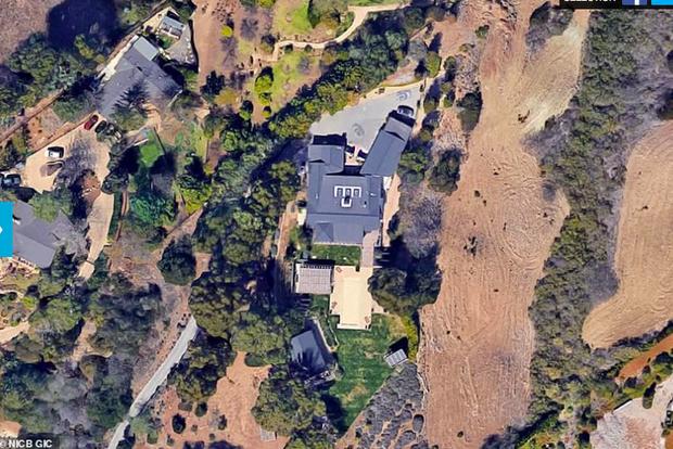 Loạt ảnh vệ tinh về khung cảnh hoang tàn tại nhà Miley Cyrus và nhiều sao khác sau đám cháy rừng ở California - Ảnh 1.