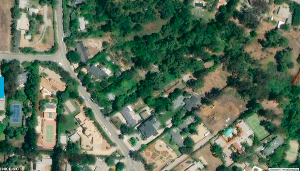 Loạt ảnh vệ tinh về khung cảnh hoang tàn tại nhà Miley Cyrus và nhiều sao khác sau đám cháy rừng ở California - Ảnh 3.