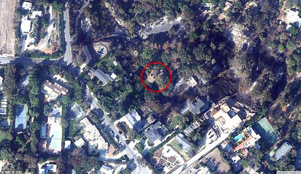 Loạt ảnh vệ tinh về khung cảnh hoang tàn tại nhà Miley Cyrus và nhiều sao khác sau đám cháy rừng ở California - Ảnh 4.